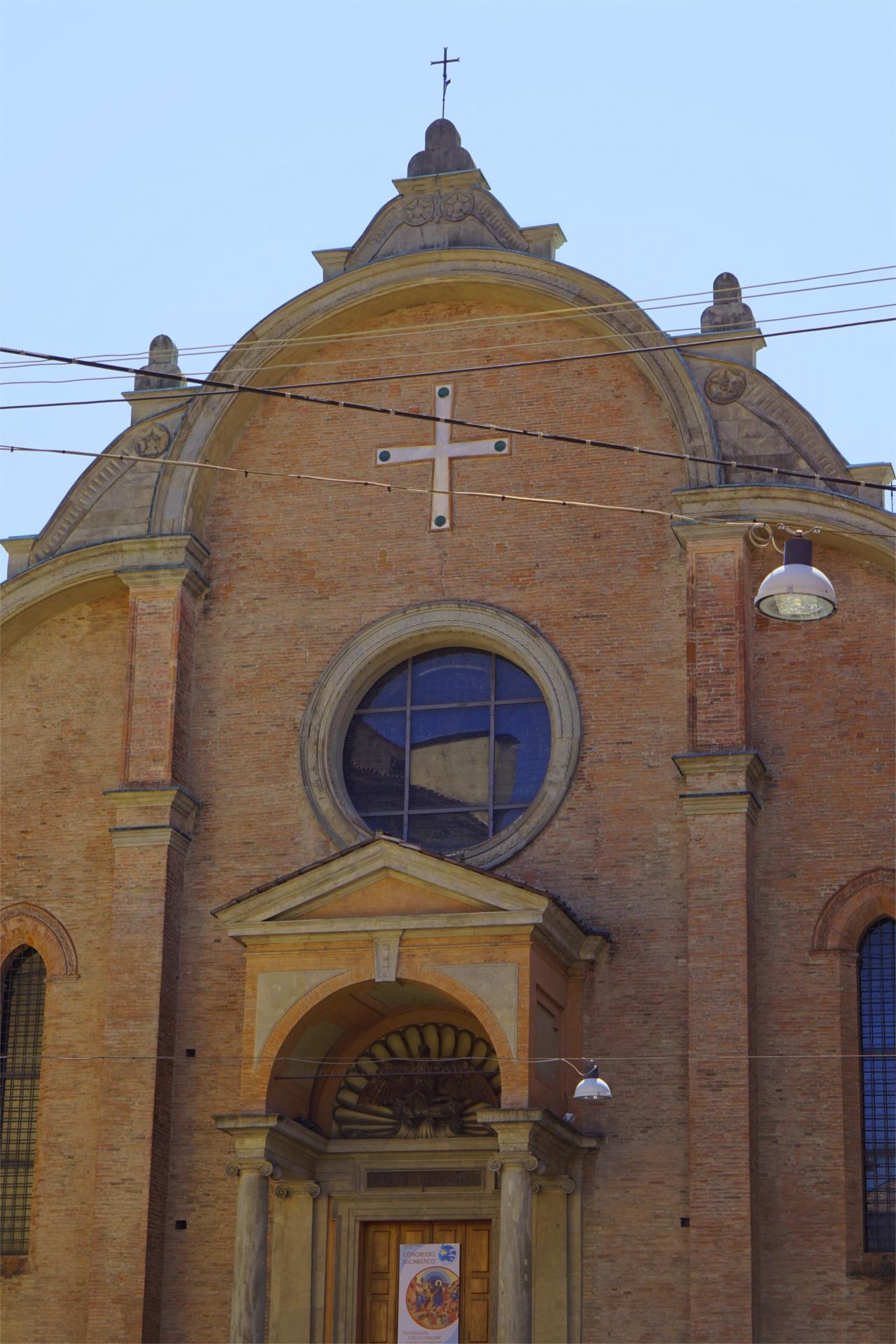 Fassade von San Giovanni in Monte, Bologna (Während der euare 2017 aufgenommen)