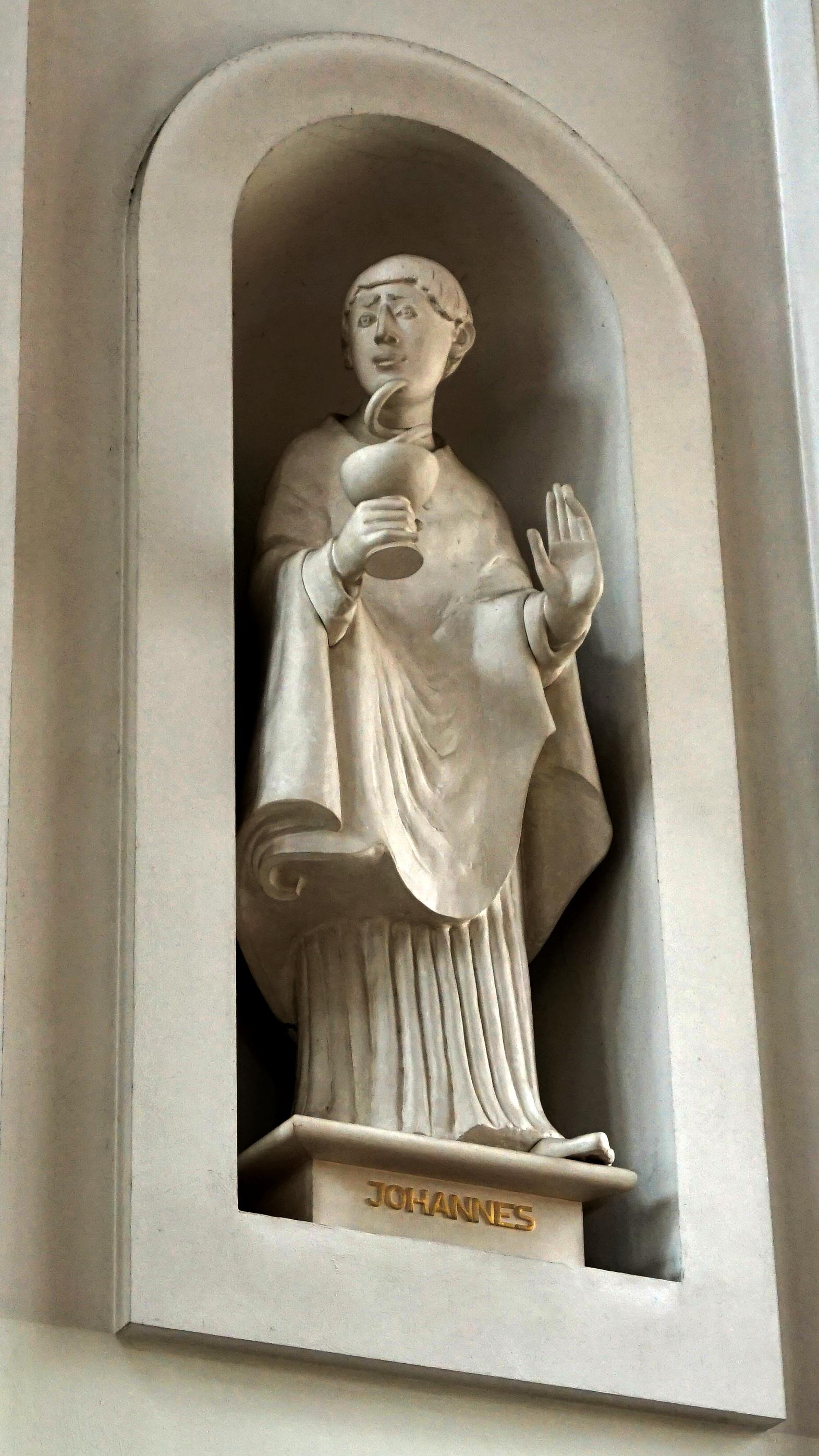 Apostelstatue Johannes in St. Clemens, Hannover — Reichtum