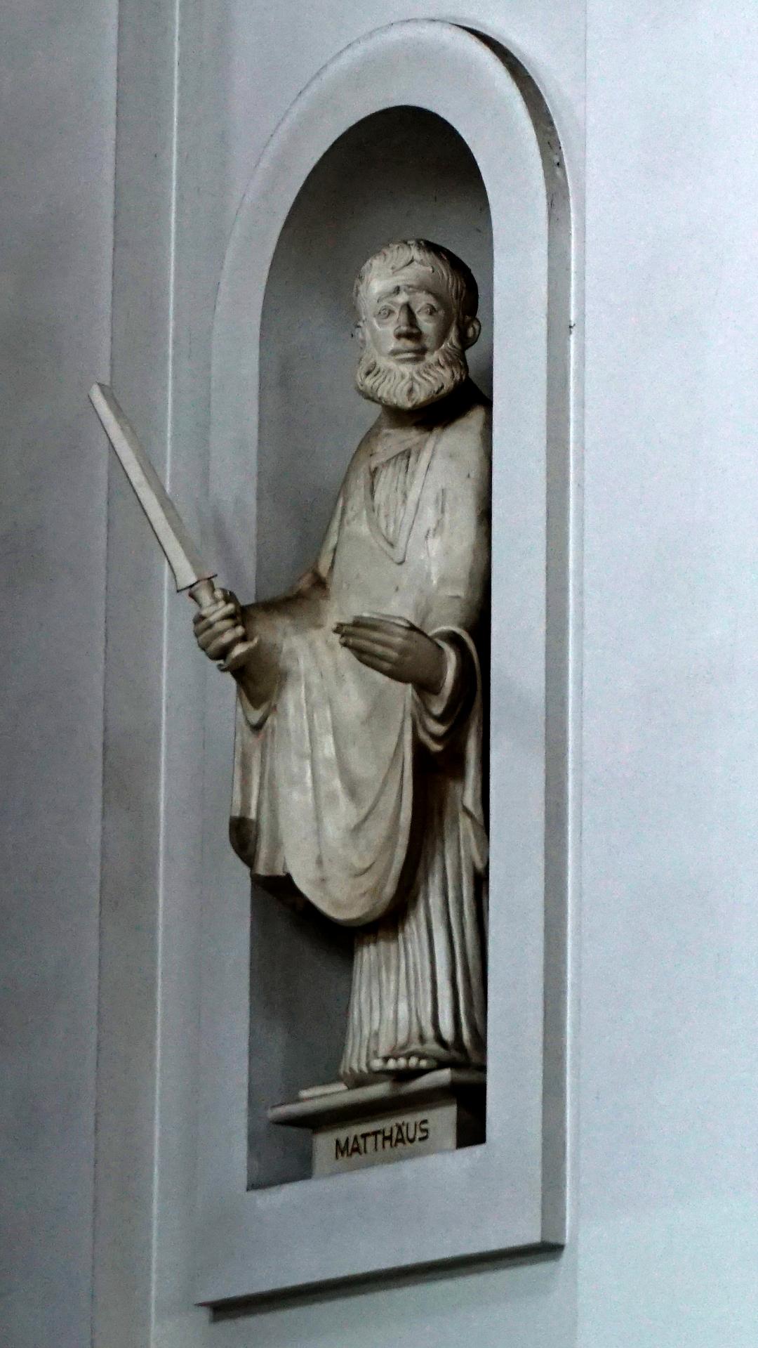 Apostelstatue Matthäus in St. Clemens, Hannover — Reichtum