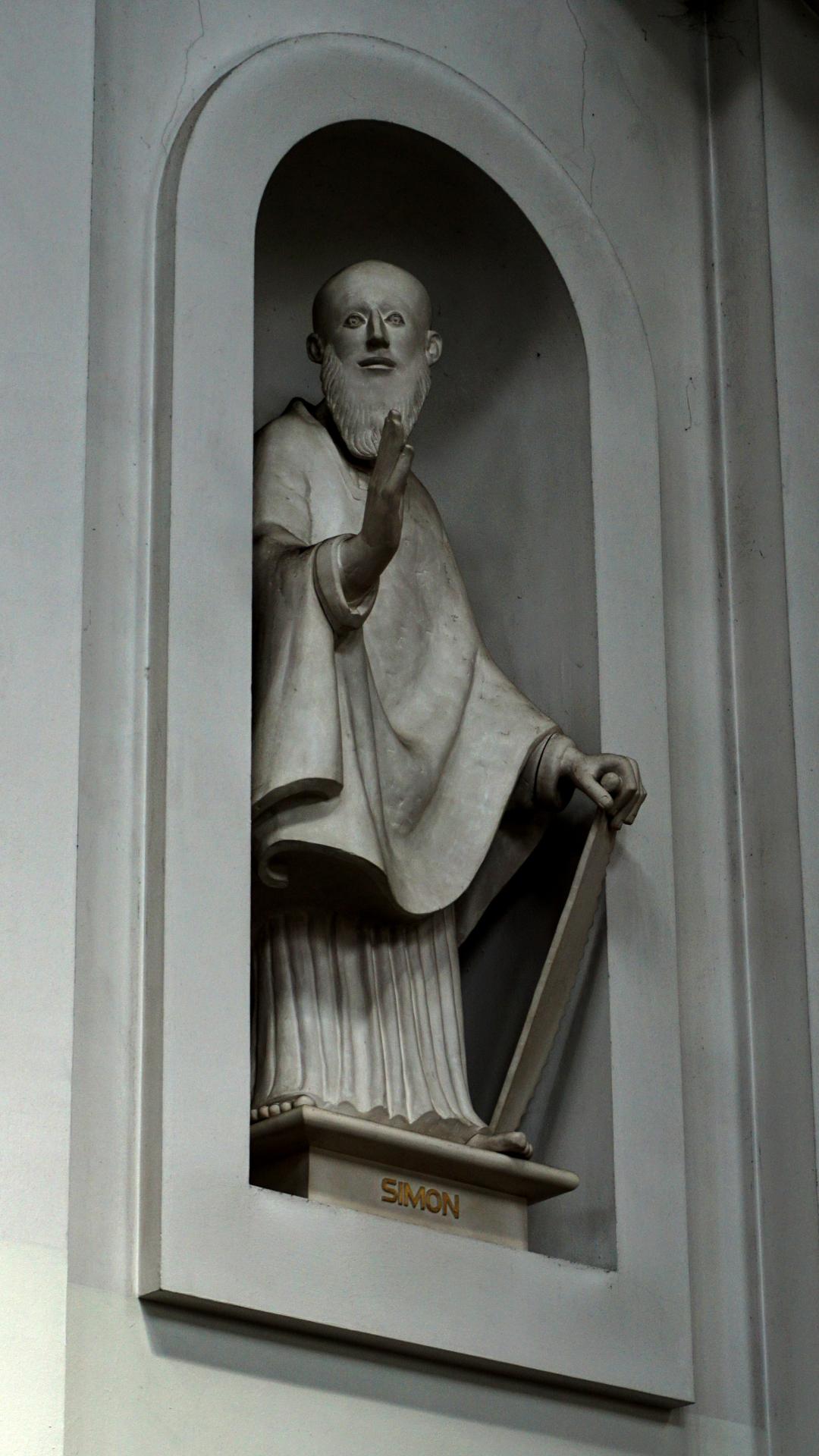 Statue des Apostels Simon Petrus in St. Clemens, Hannover — Experiment