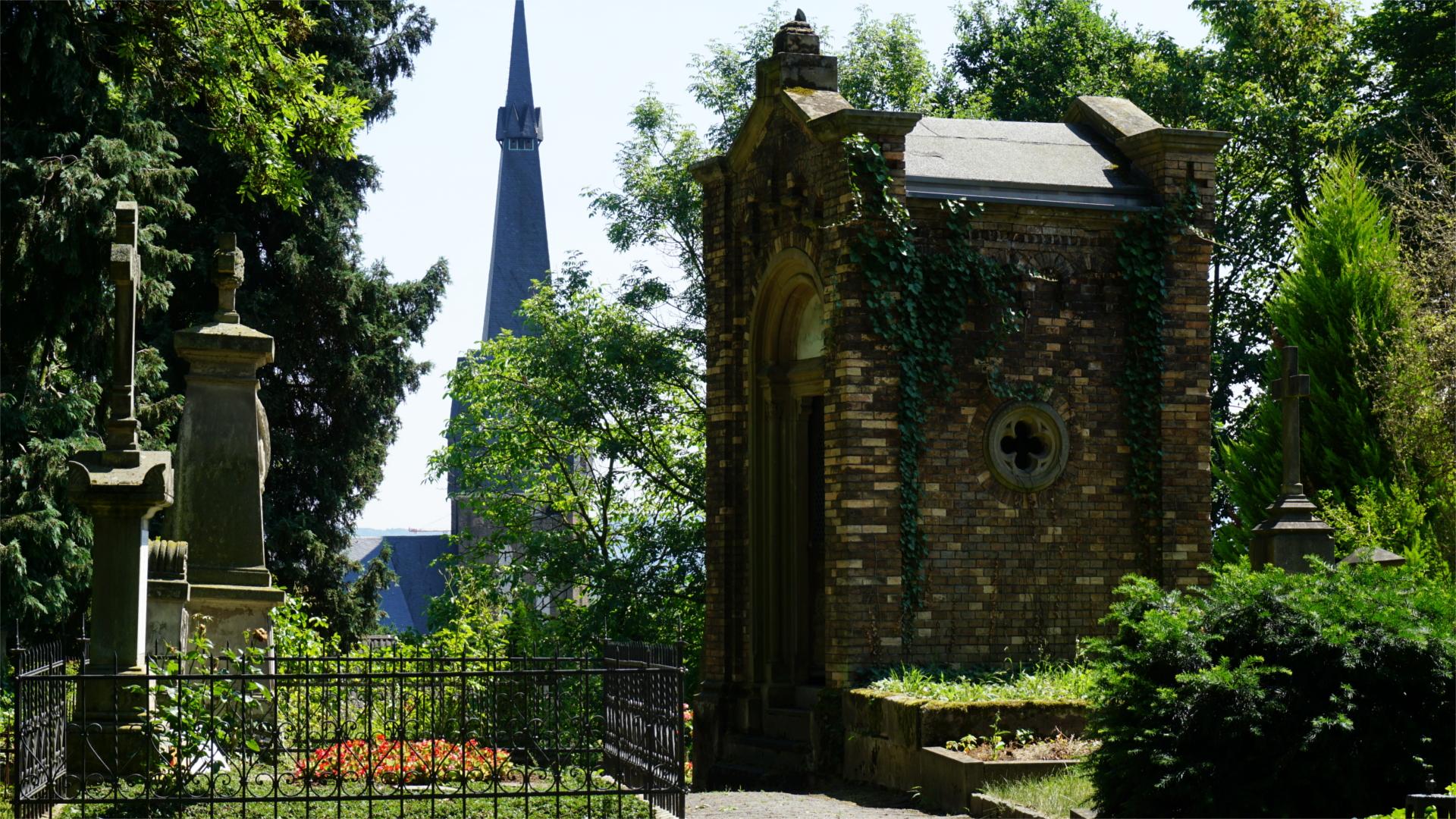 Weg über den Friedhof — Tradition