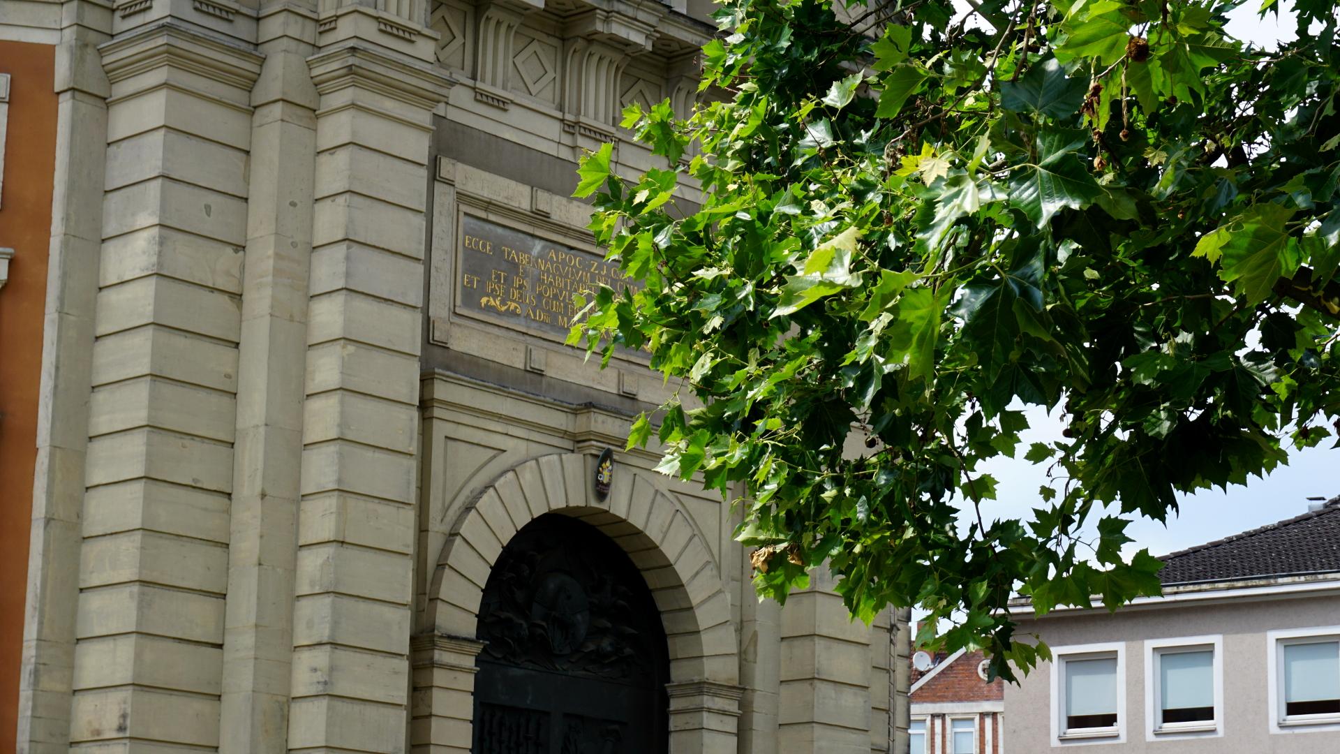 Kirchenportal St. Clemens, Hannover — Experiment