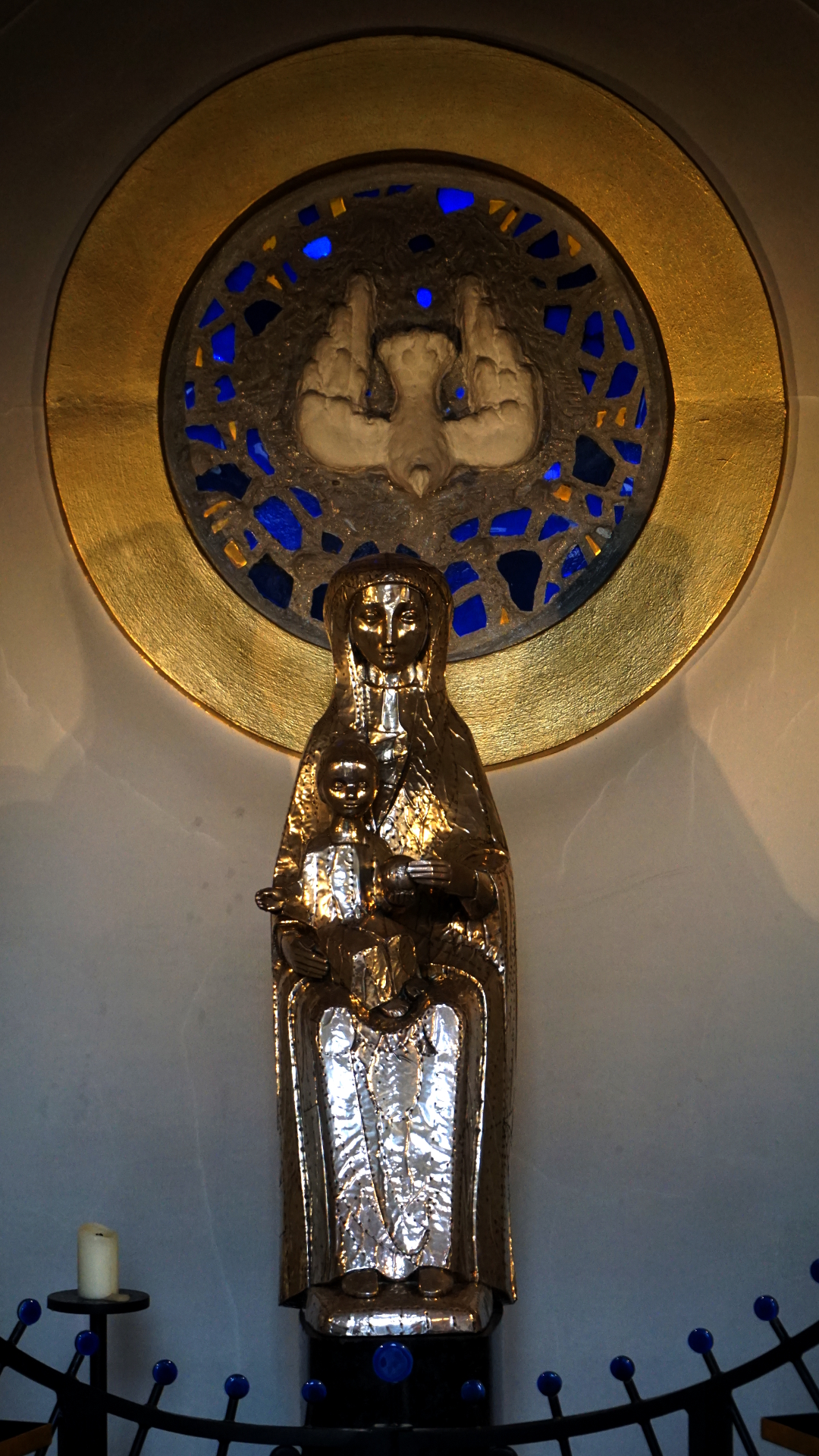Madonna in St. Clemens, Hannover — Experiment