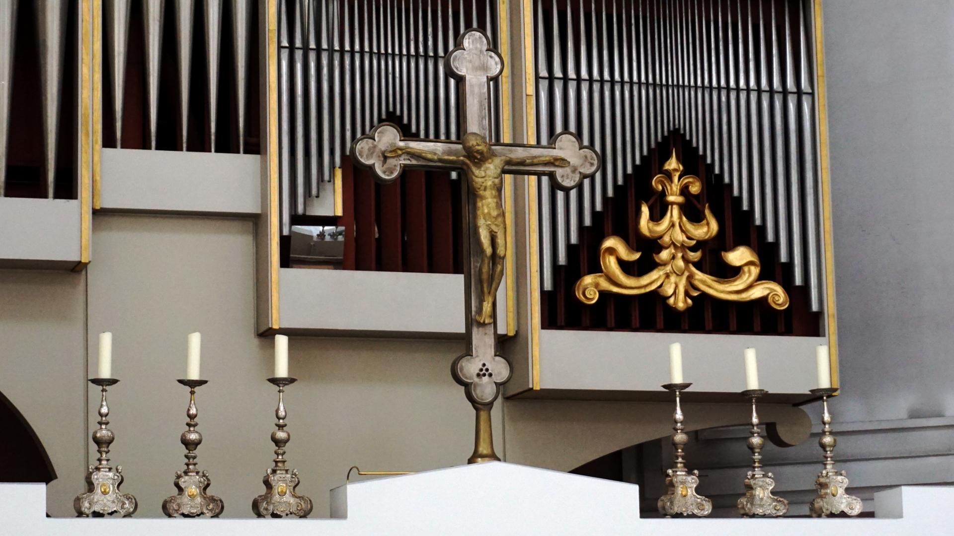 Kreuz mit 6 Leuchtern — Experiment
