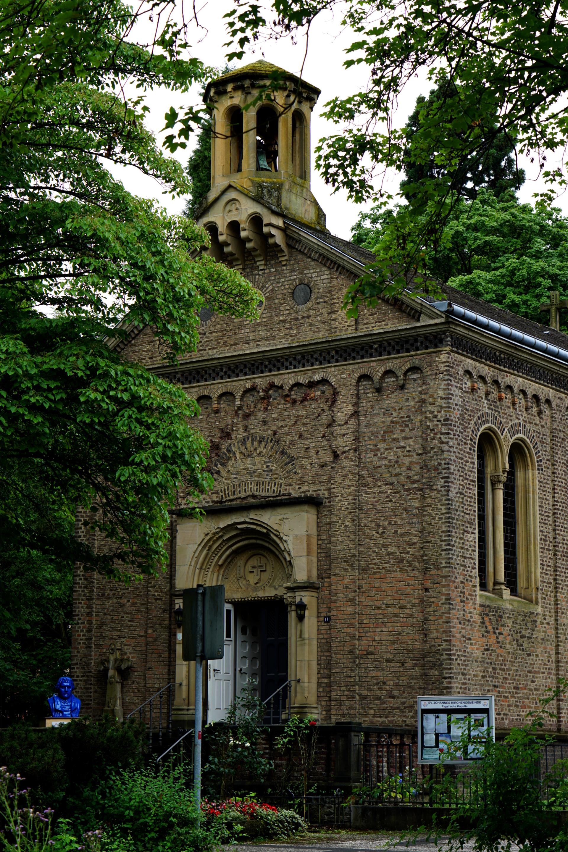 Front der Rigal'schen Kapelle in Bonn-Bad Godesberg — Heimsuchung Marien