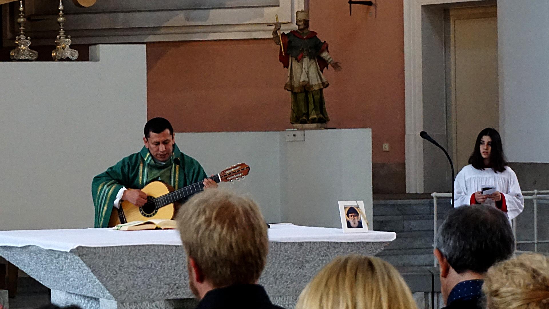 Messe der spanischen Mission in St. Clemens, Hannover — Experiment