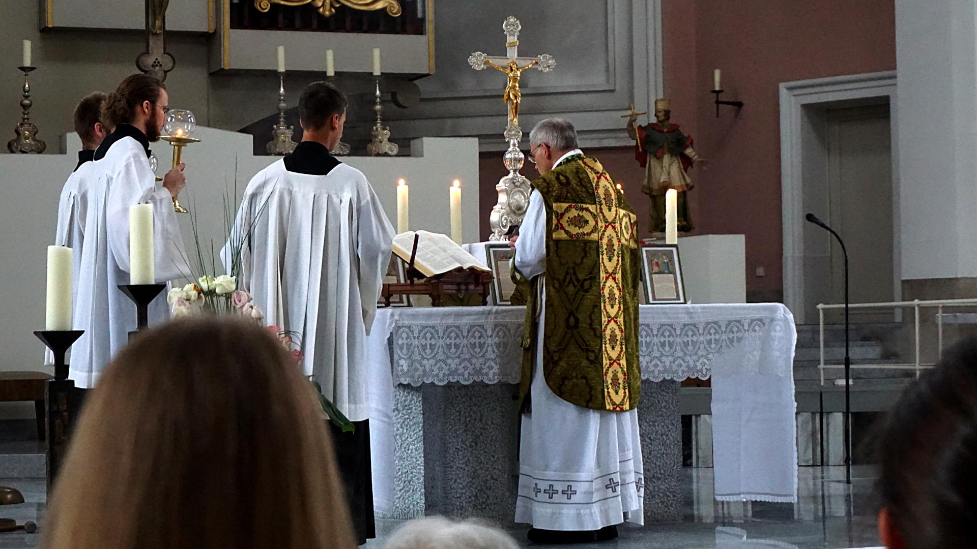 Verkündigung Evangelium Tridentinische Messe in St. Clemens, Hannover — Experiment