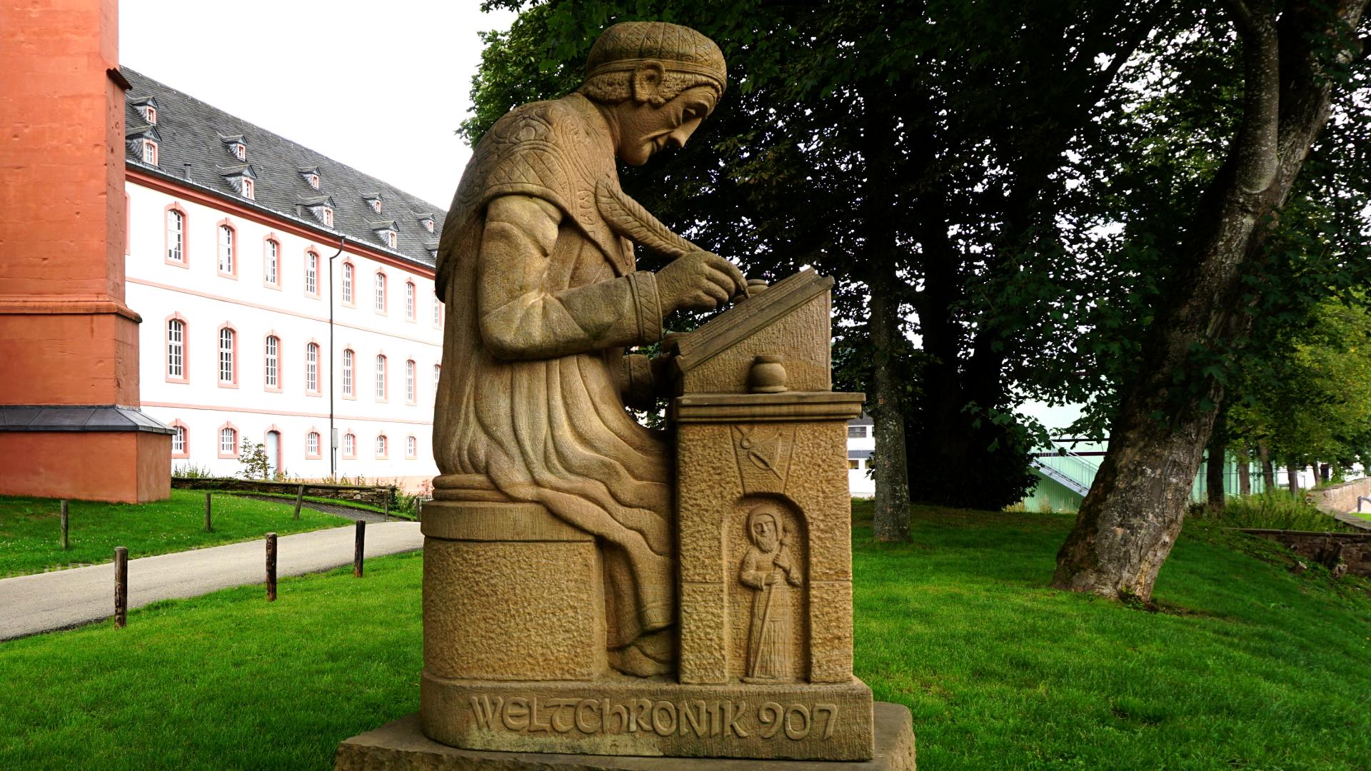 Statue des 7. Prümer Abtes Regino — Reichsabtei Prüm
