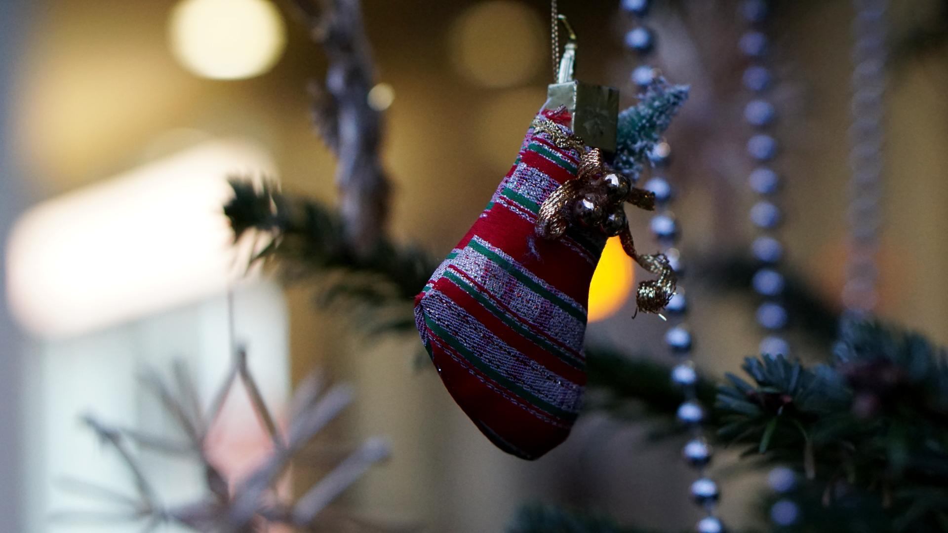 Leuchtreklame mit Weihnachtsbaum — Weihnachten 2017