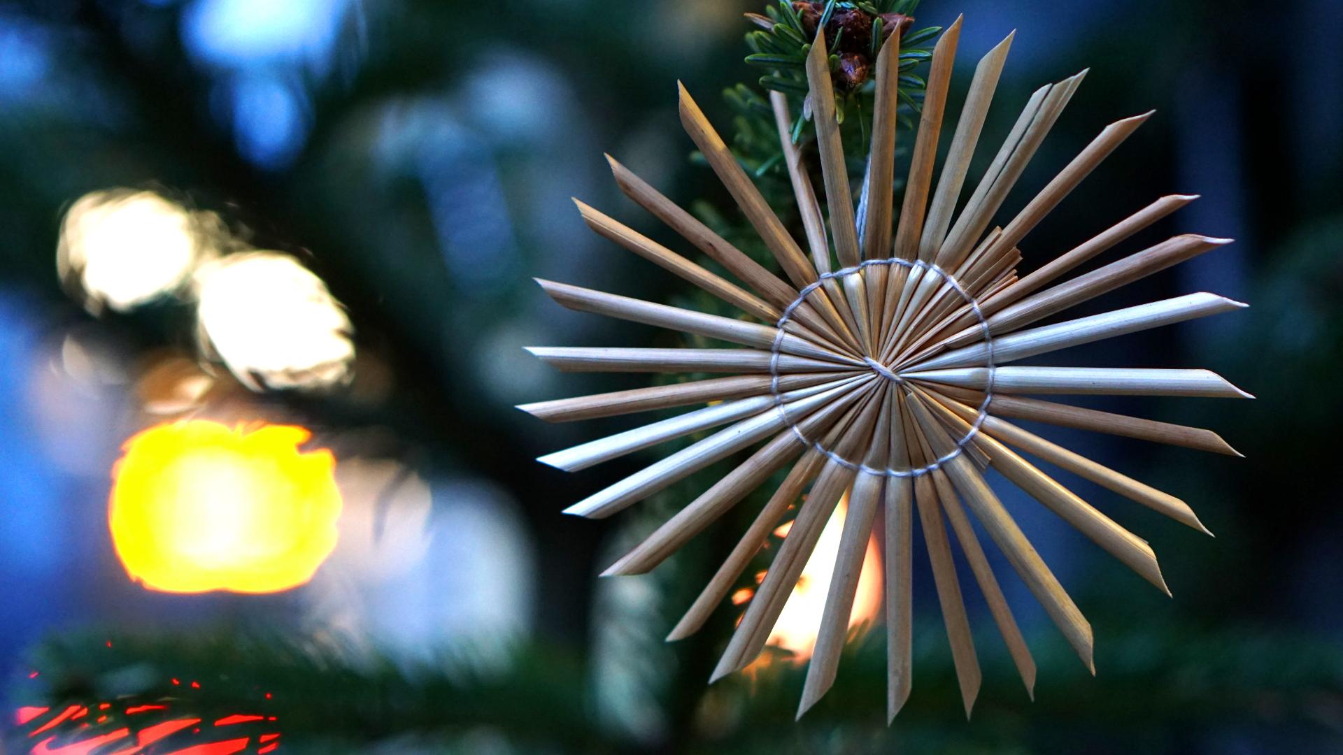 Strohstern am Christbaum — Weihnachten 2017